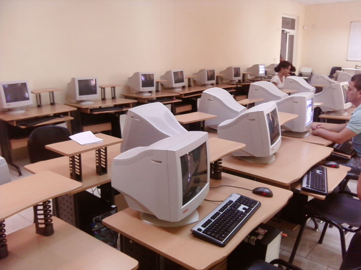 The computer lab of the University of Information Science in Havana, one of the major computer centers in Cuba. (Photo: Kjgomez/Wikimedia Commons)
