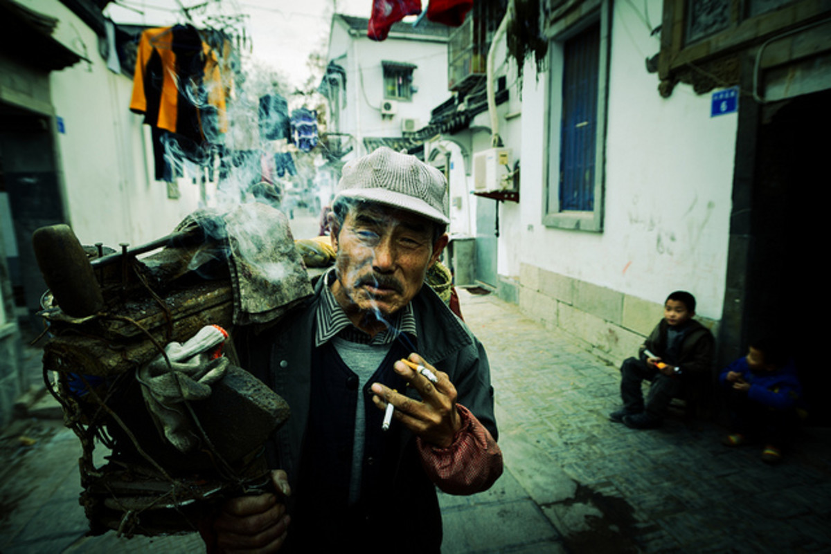 By all definitions, this man is a hardcore smoker. (Photo: Jonathan Kos-Read/Flickr)