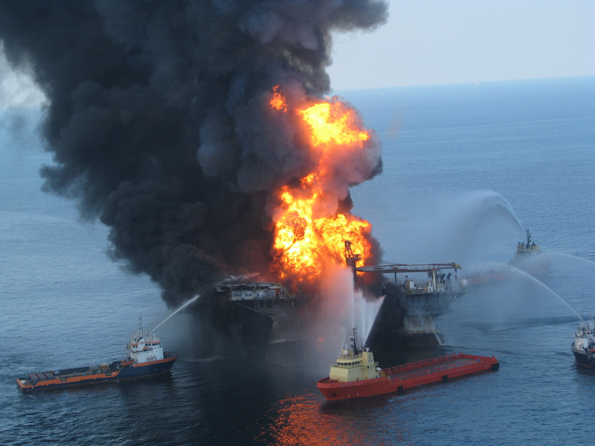 Anchor-handling tugboats battle the blazing remnants of the off shore oil rig Deepwater Horizon. (Photo: Ideum - ideas + media/Flickr)