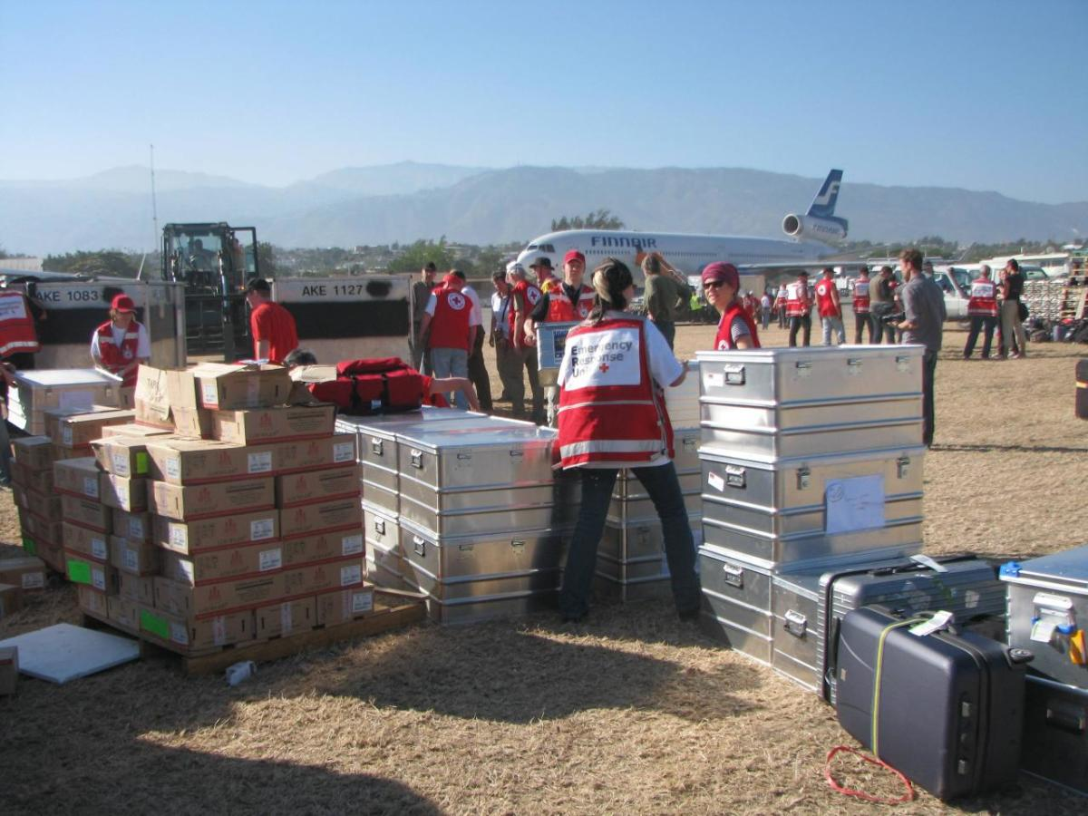 Finnish  and German Red Cross teams emptying a plane carrying materials for a 100-patient ward for a field hospital in Port-au-Prince, Haiti. (Photo: International Federation of Red Cross and Red Crescent Societies/Flickr)