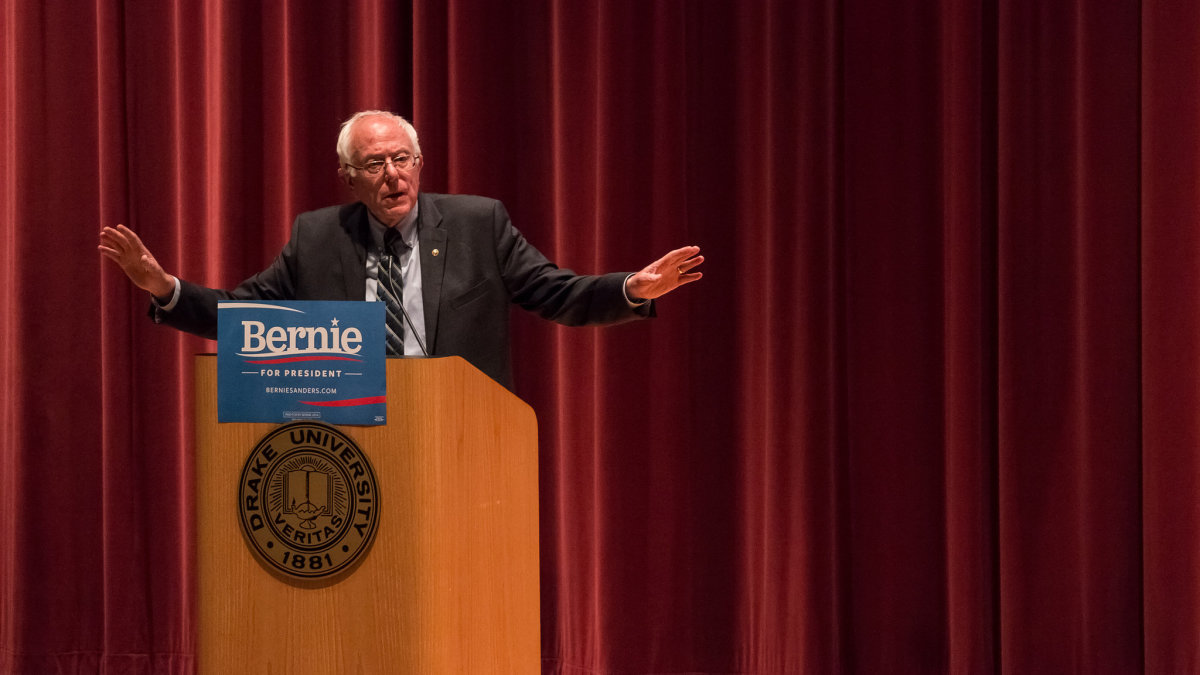 Bernie Sanders speaking in Des Moines, Iowa. (Photo: John Pemble/Flickr)