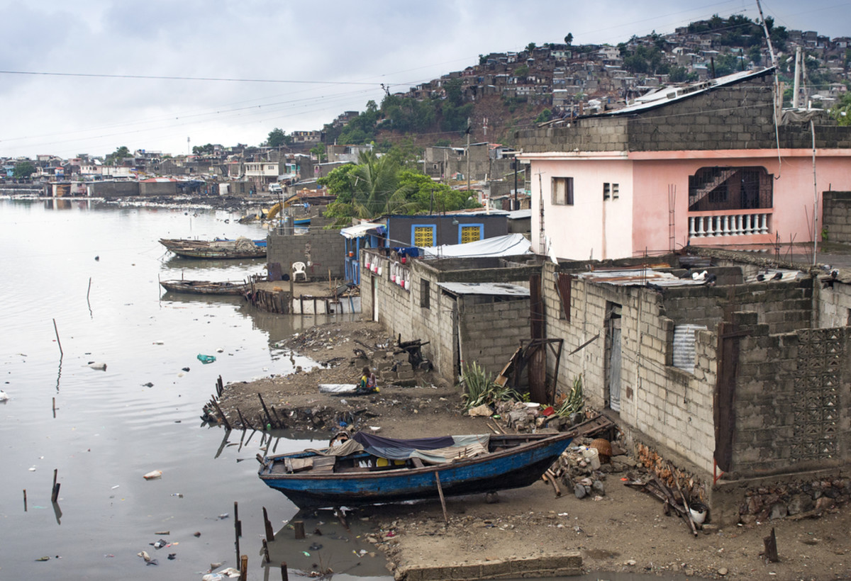 Houses on the Mapou River in Cap-Haitien, Haiti. (Photo: Danny Alvarez/Shutterstock)
