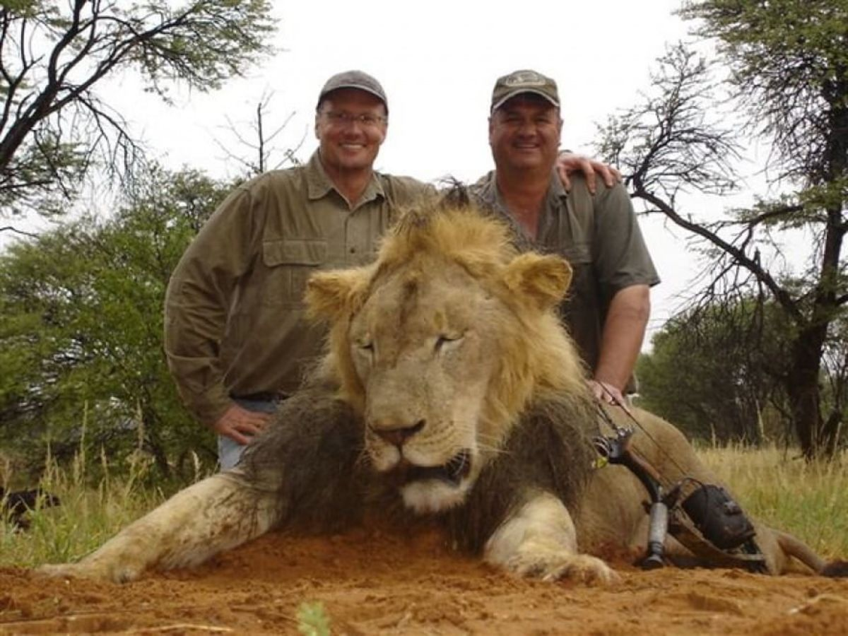 Walter Palmer, left, poses with a trophy. (Source: The Telegraph)