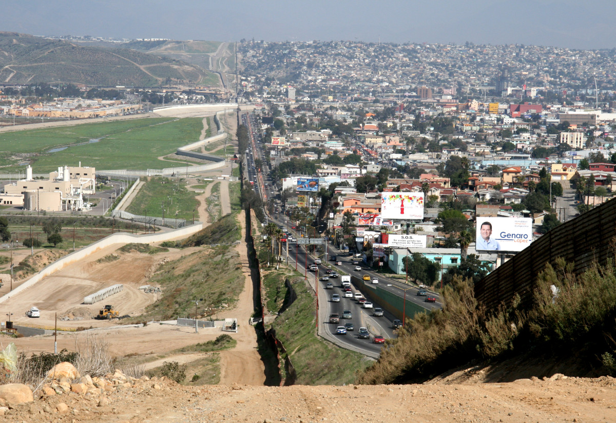 To the right lies Tijuana, Baja California, and on the left is San Diego, California. (Photo: Wikifreund/Wikimedia Commons)