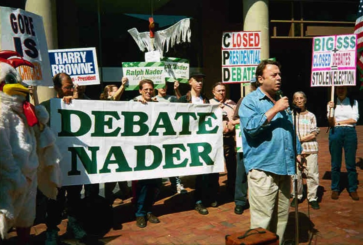 Ralph Nader's supporters, with Christopher Hitchens speaking, protest his exclusion from the televised debates in 2000. (Photo: Carolmooredc/Wikimedia Commons)