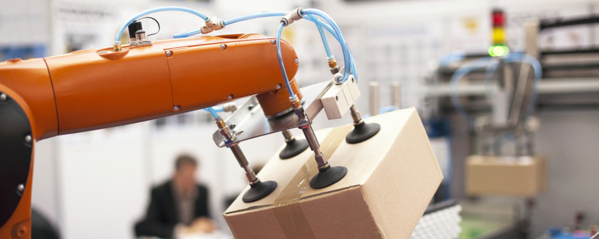 A robotic arm used for packing boxes. (Photo: wellphoto/Shutterstock)