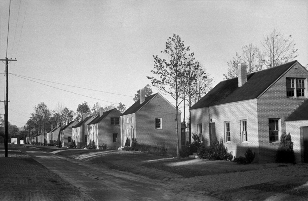 Finished brick homes in the Newport News Housing project for African Americans, October 1937. (Photo: Everett Historical/Shutterstock)
