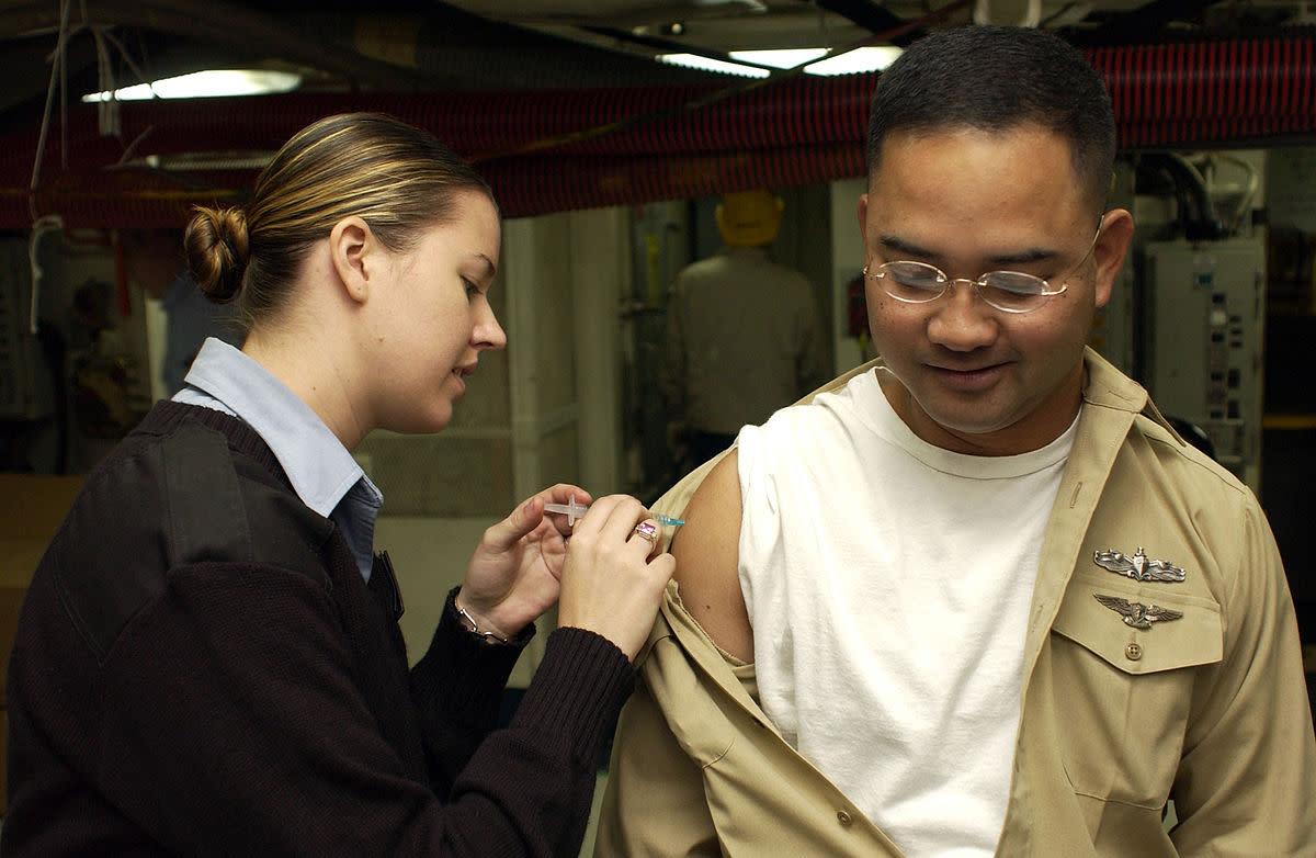 Giving an influenza vaccination. (Photo: Joseph R. Schmitt/Wikimedia Commons)
