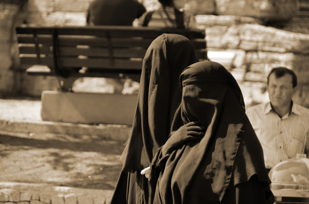 Muslim veiled women in the heart of downtown Istanbul in 2013. (Photo: meunierd/Shutterstock)