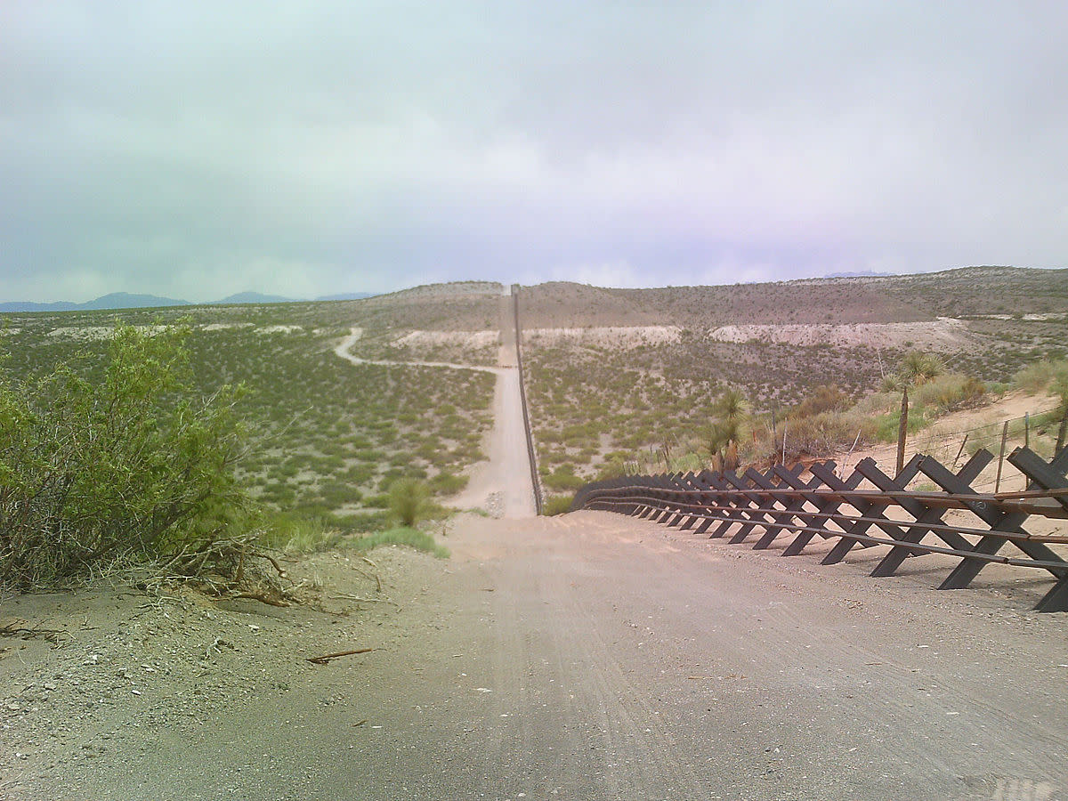 Vehicle barrier in the New Mexico desert. (Photo: MJCdetroit/Wikimedia Commons)
