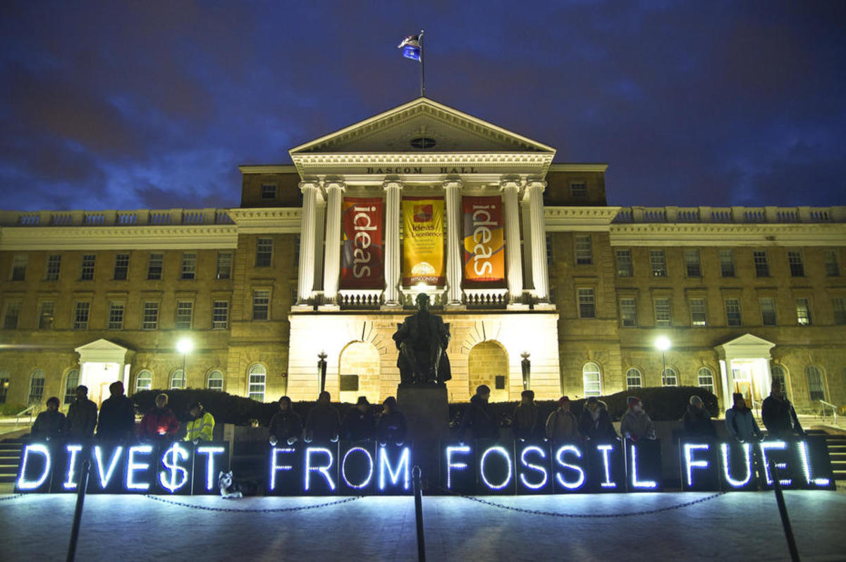 A divestment campaign at the University of Wisconsin–Madison. (Photo: Light Brigading)