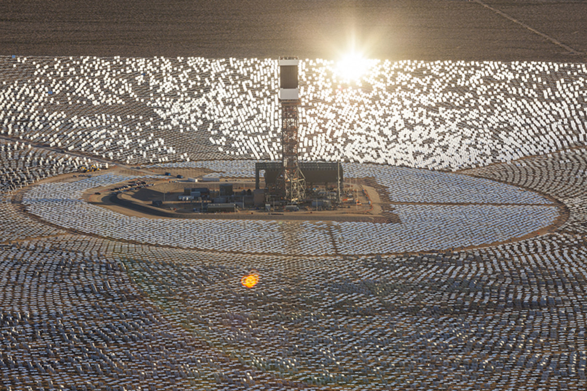 "The blinding mirrors and ""power towers"" of the Ivanpah Solar Power Facility as seen from above. (Photo: BrightSource Energy/Flickr)"