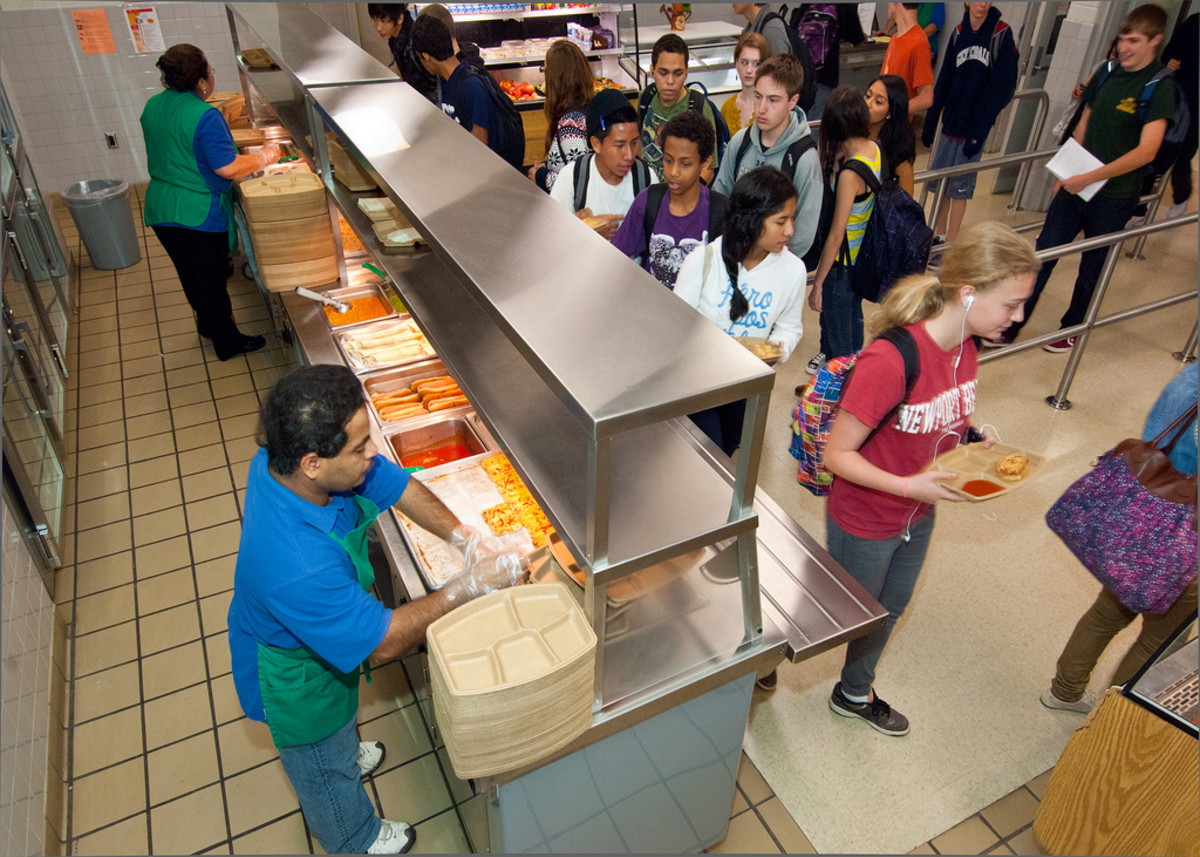 Lunchtime at Washington-Lee High School in Arlington, Virginia. (Photo: U.S. Department of Agriculture/Flickr)