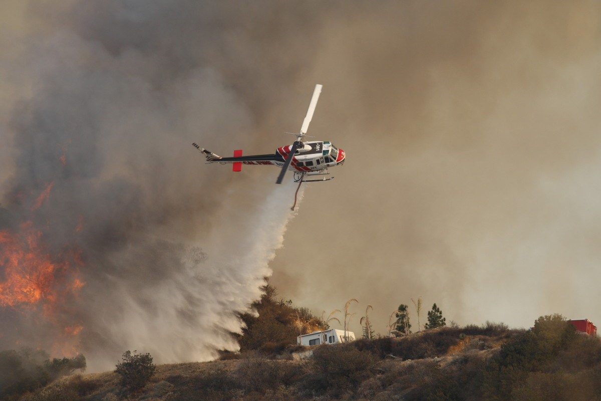 A large wildfire burns out of control in the hills above Glendora, California. (Photo: Digital Media Pro/Shutterstock)
