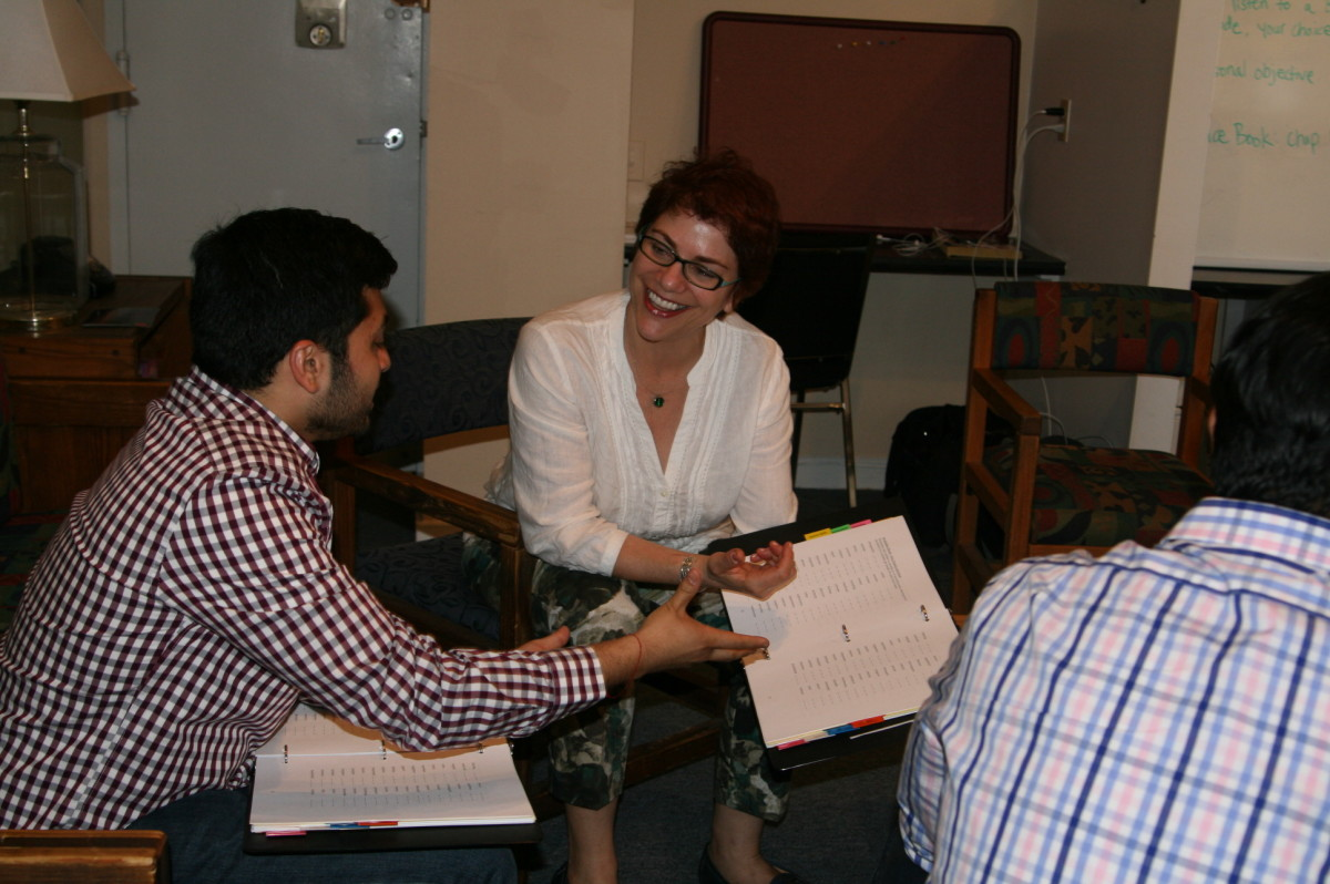 Dr. Heather Grossman working with a client at the American Institute for Stuttering in New York. (Photo: American Institute for Stuttering.)