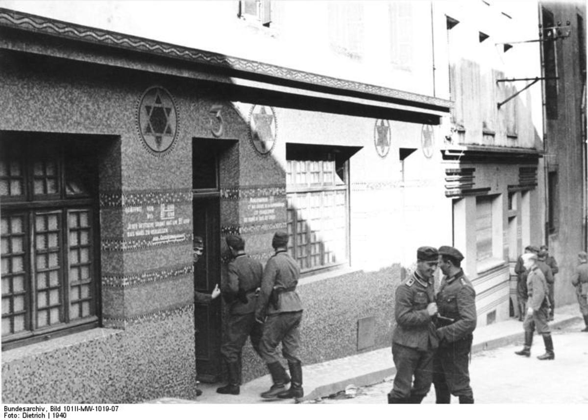 German soldiers entering a Soldatenbordell in Brest, France, in 1940. (Photo: BArchBot/Wikimedia Commons)