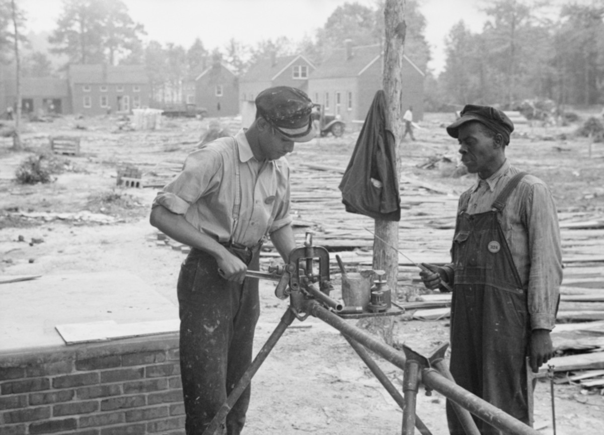 Builders at Newport News Homesteads, Virginia, September 1936. (Photo: Everett Historical/Shutterstock)
