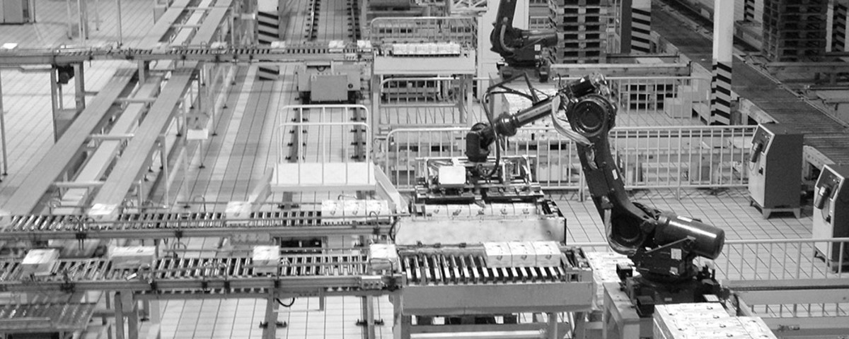 Robots on an assembly line. (Photo: Cory M. Grenier/Flickr)