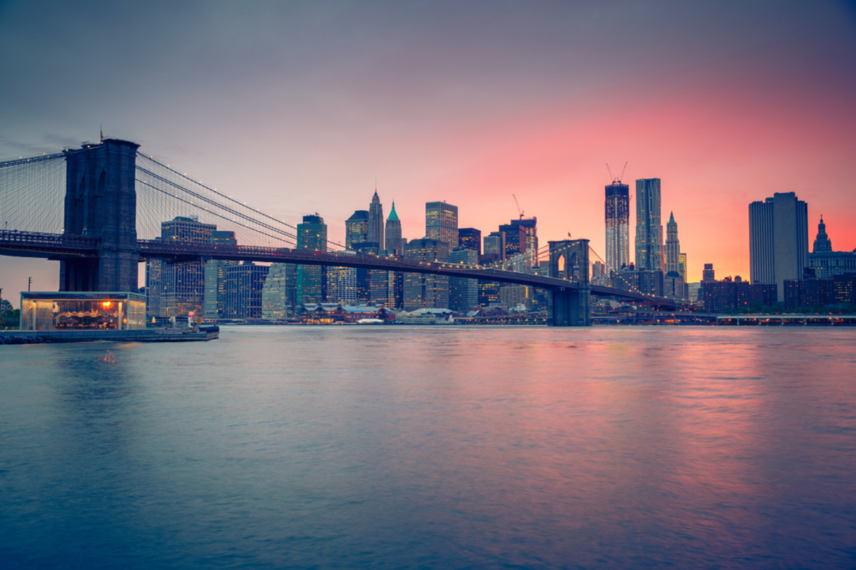 The Brooklyn Bridge at dusk. (Photo: S.Borisov/Shutterstock)