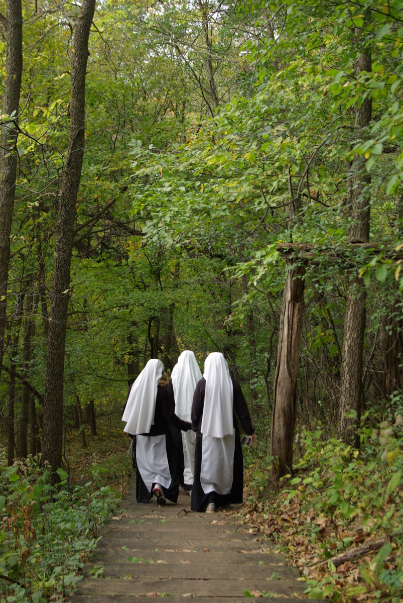 Sisters of the Handmaids of the Heart of Jesus hiking near their convent in New Ulm, Minnesota. (Photo: Handmaids of the Heart of Jesus)
