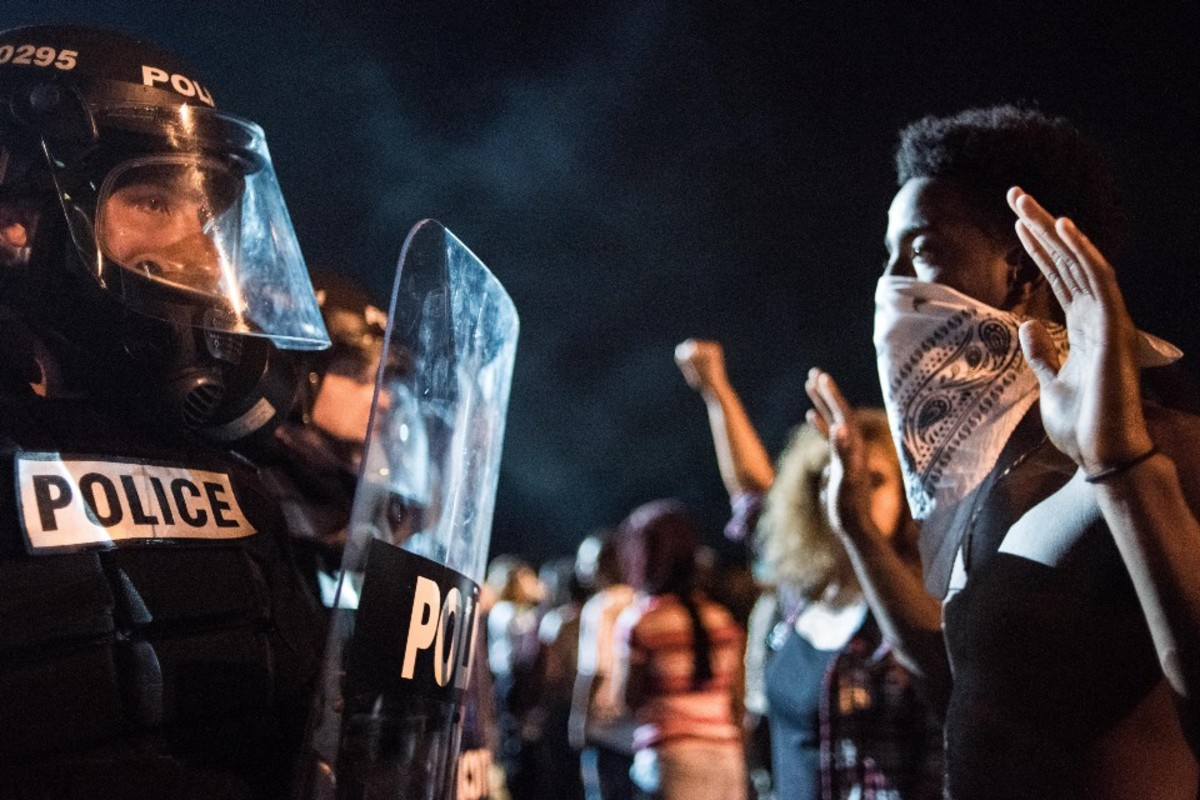 Police officers face off with protesters in the early hours of September 21, 2016, in Charlotte, North Carolina. (Photo: Sean Rayford/Getty Images)