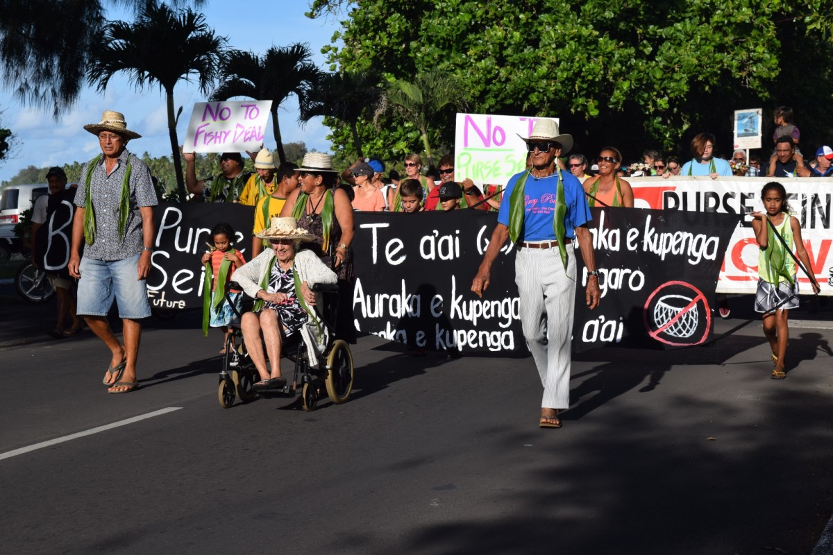 Tupe Short (right) leads a group of protestors in opposition to foreign purse seiners' presence in the Cook Islands.