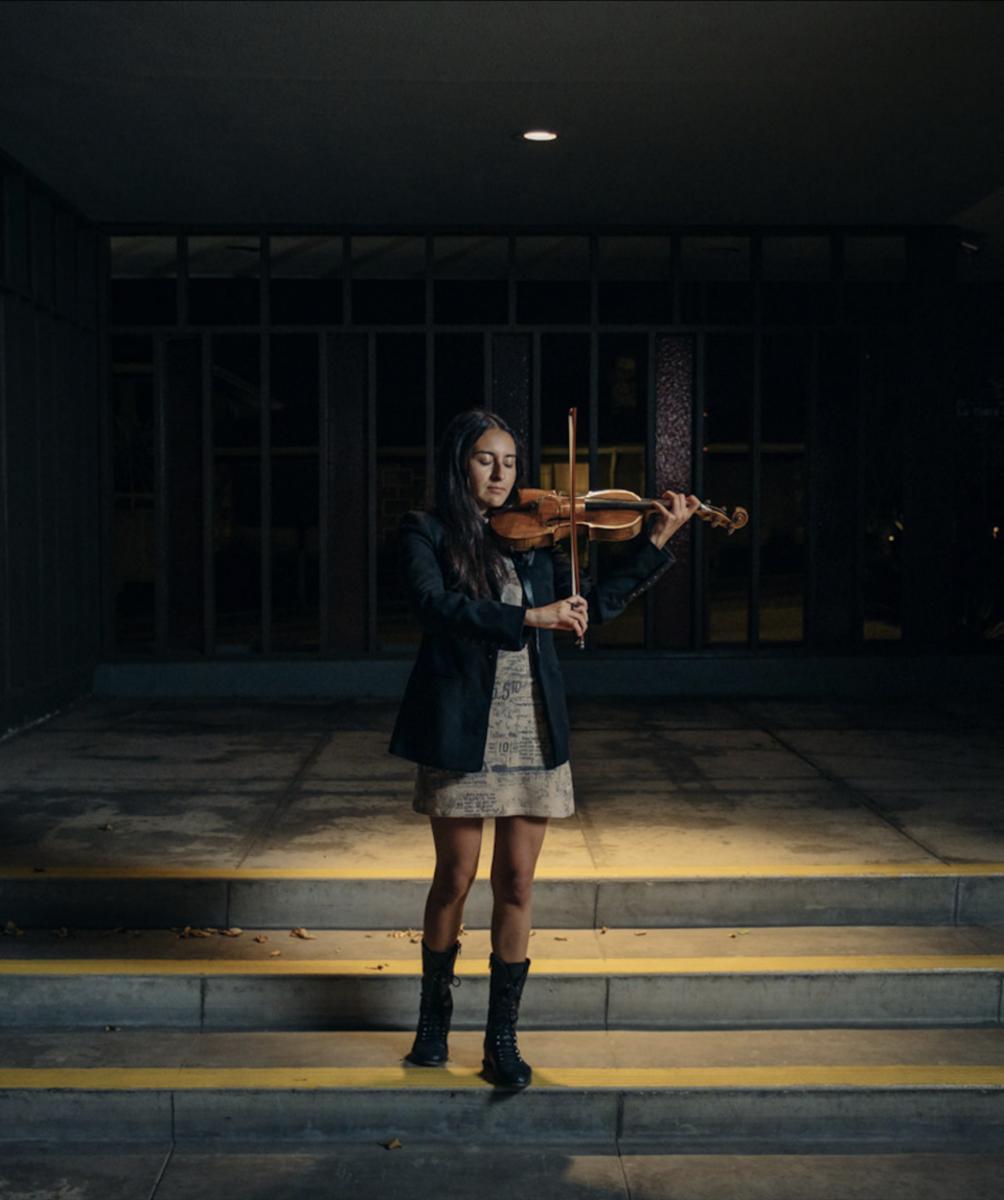 Bernabé y su violín, que ha tocado desde que tenía ocho años.