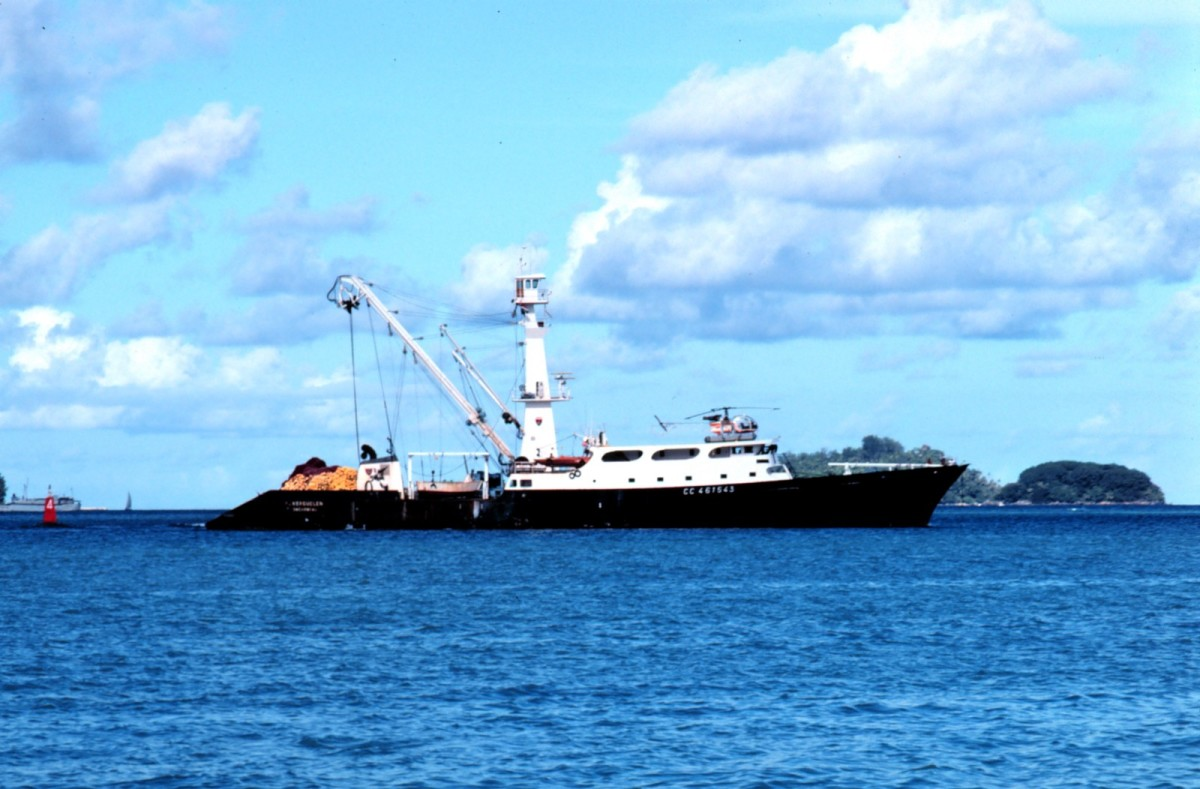 A French tuna purse seiner.