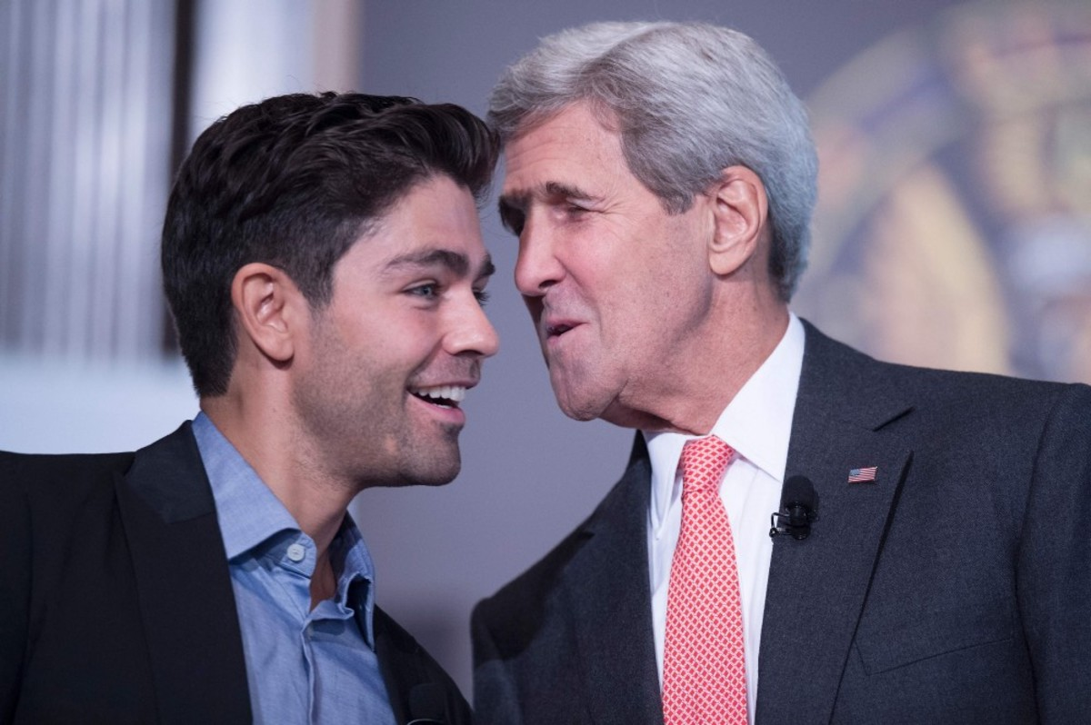 Former Secretary of State John Kerry speaks with actor and environmentalist Adrian Grenier during the Our Ocean Conference in Washington, D.C. on September 16th, 2016. (Photo: Jim Watson/AFP/Getty Images)