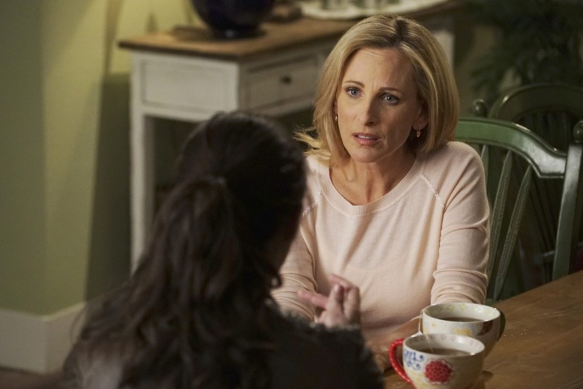 In Switched at Birth, Marlee Matlin plays educator Melody Bledsoe. (Photo: Freeform)