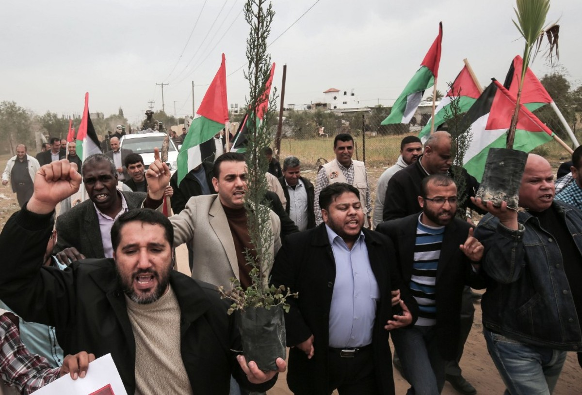Palestinians rally for Land Day, which marks the killing of six Arab Israelis during 1976 demonstrations, near the Israeli border on March 30th, 2017. (Photo: Said Khatib/AFP/Getty Images)