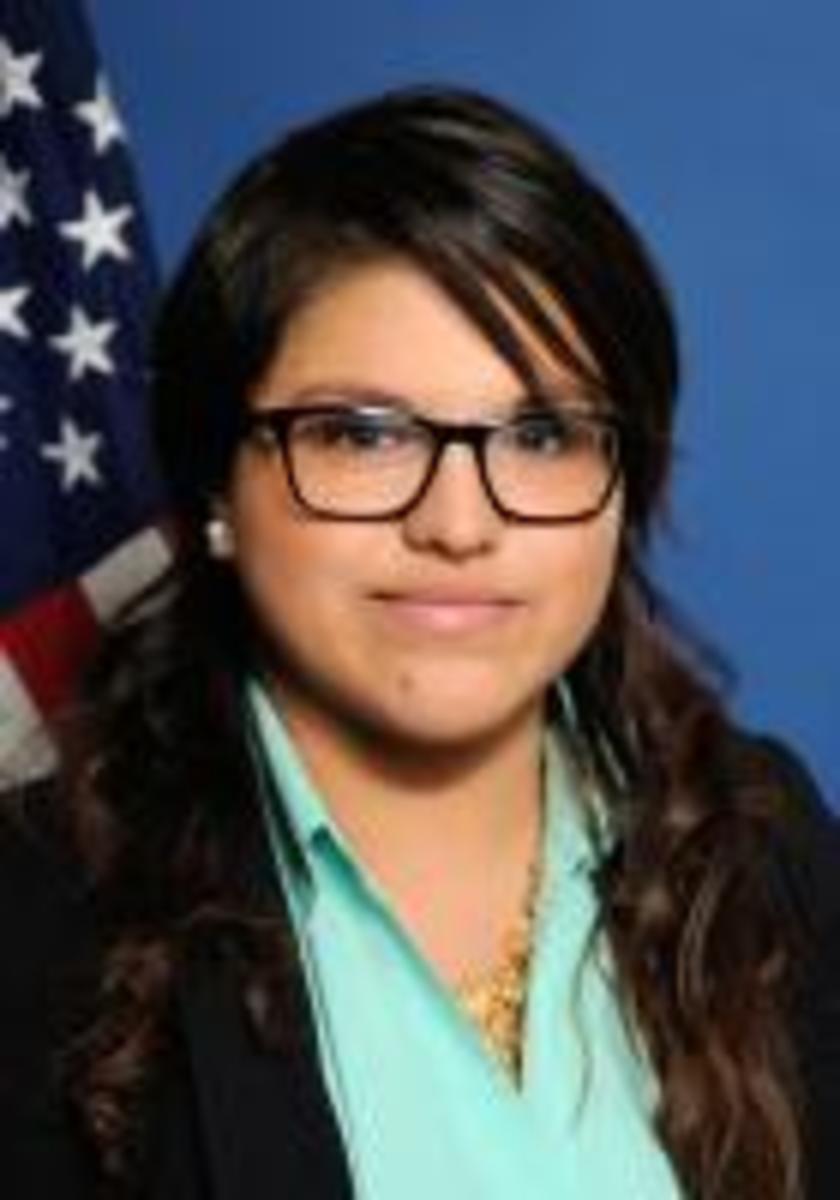 Cristina Flores, 26.