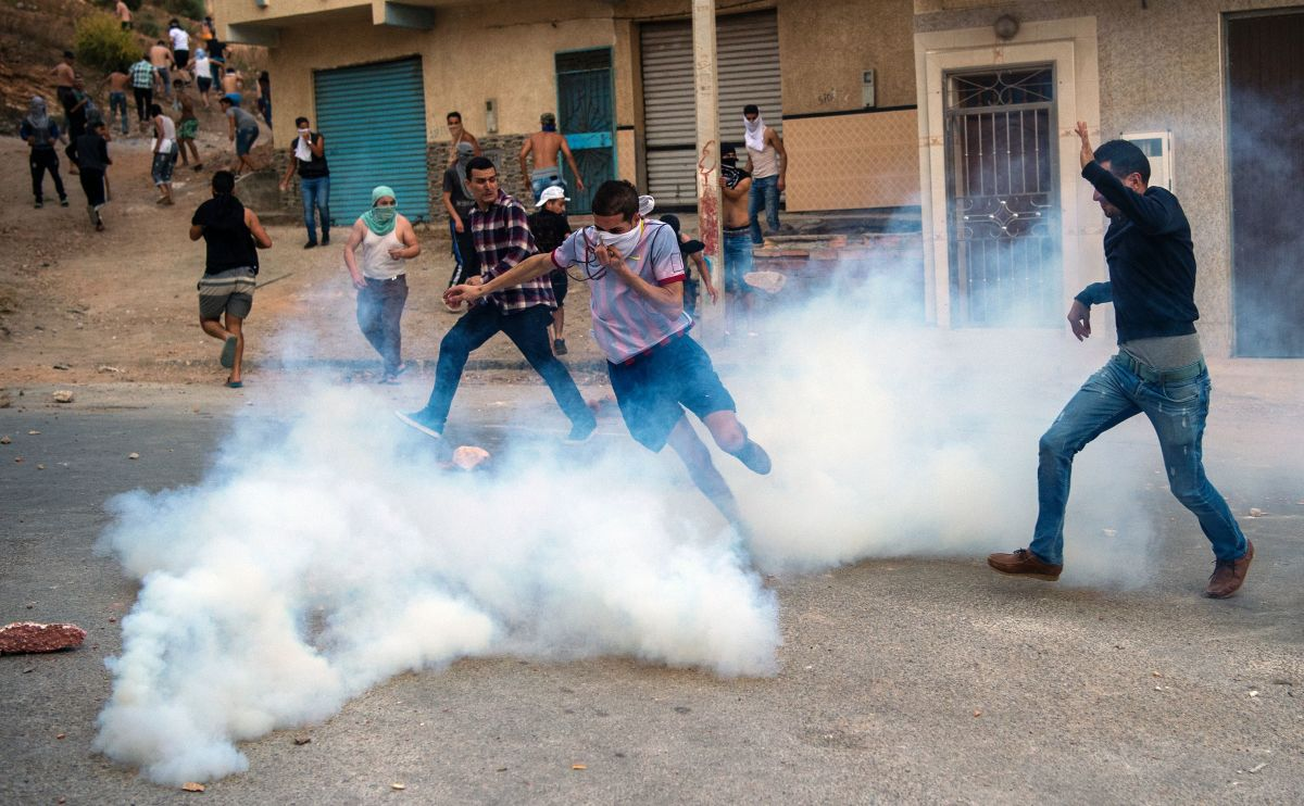 Tear gas from security forces surrounds protesters from the Rif movement during clashes in Hoceima on June 8th, 2017.