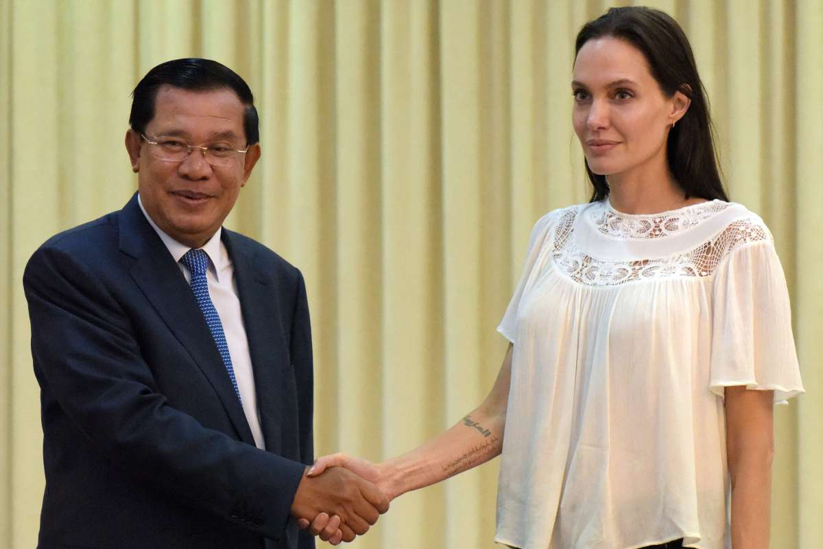 Angelina Jolie shakes hands with Cambodian Prime Minister Hun Sen during a meeting at the Peace Palace in Phnom Penh on September 17th, 2015.