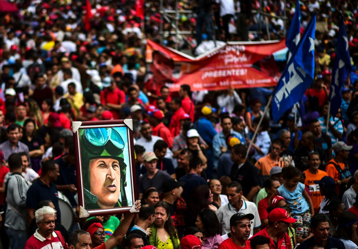 A pro-government activist holds a portrait depicting late Venezuelan President Hugo Chavez during a demonstration to show their support for the government of President Nicolás Maduro in Caracas, Venezuela, on August 14th, 2017.