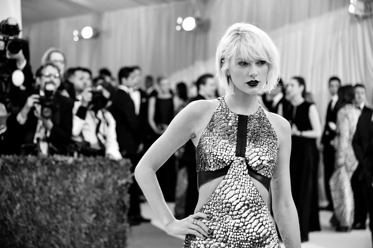 Taylor Swift attends the Manus x Machina: Fashion In an Age of Technology Costume Institute Gala at the Metropolitan Museum of Art on May 2nd, 2016, in New York City. (Photo: Mike Coppola/Getty Images)