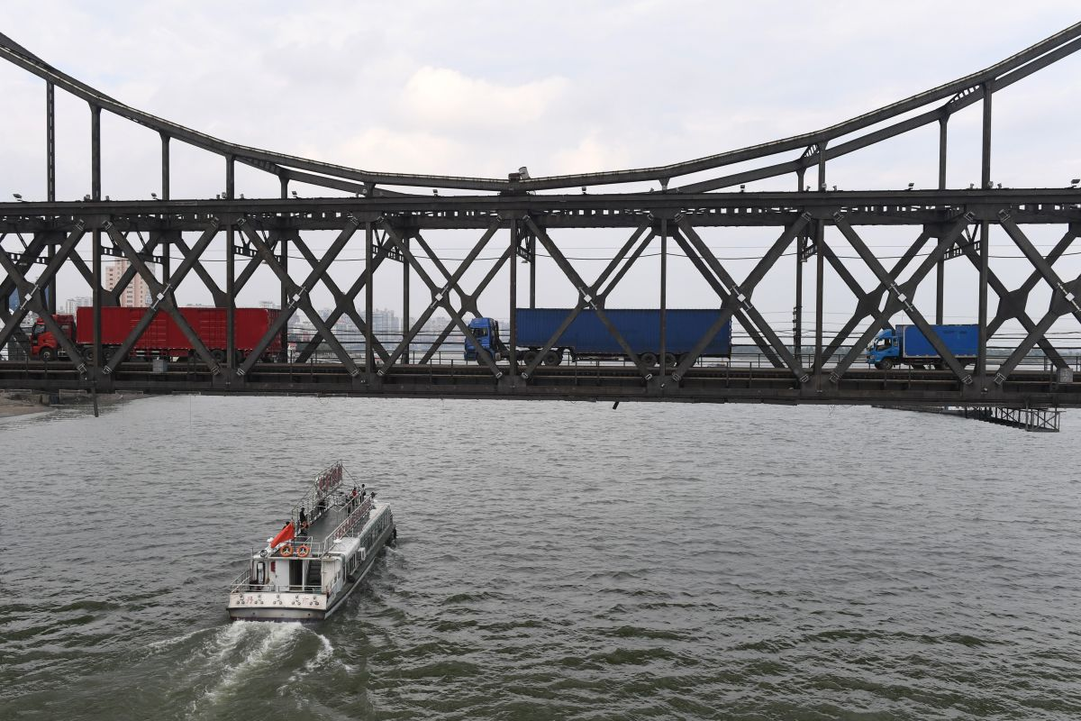 Trucks return over the Friendship Bridge, from the North Korean town of Sinuiju to the Chinese border city of Dandong, on September 5th, 2017.