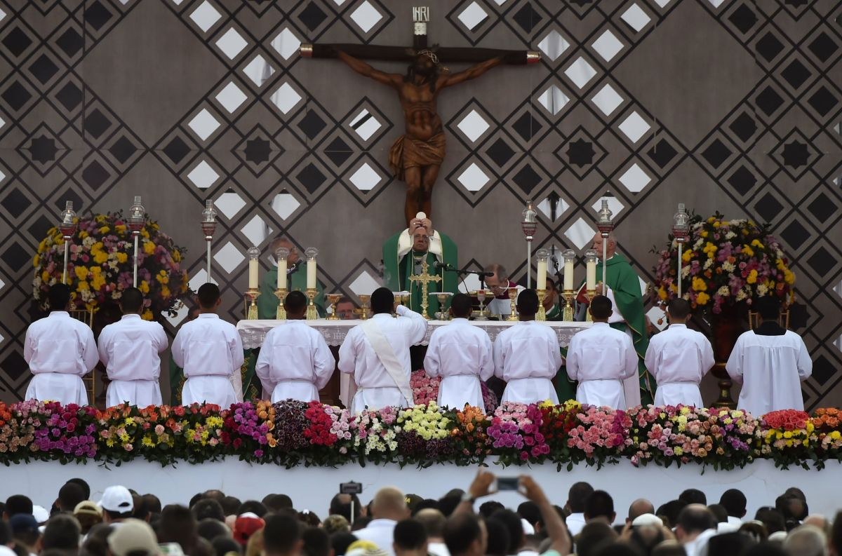 Pope Francis celebrates an open air mass at Contecar—Cartagena's maritime terminal—during the last day of his visit to Colombia on September 10th, 2017.