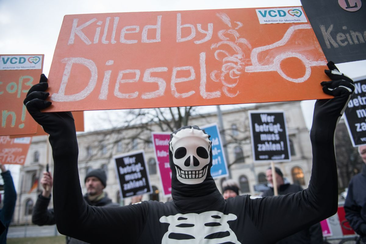 Activists hold a demonstration against diesel cars in front of the Transport Ministry in Berlin, Germany, on March 14th, 2018.