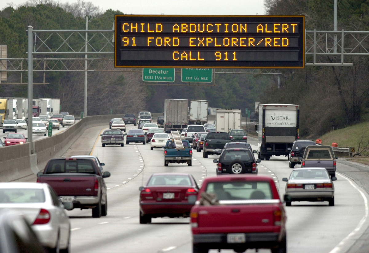 A Georgia Department of Transportation sign alerts drivers to look for the vehicle of quadruple murder and kidnapping suspect Jerry William Jones on January 8th, 2003, in Atlanta, Georgia.