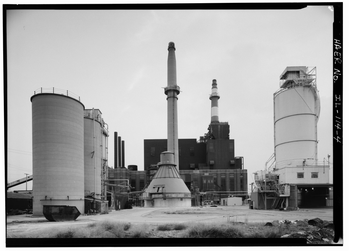 The Crawford Electrical Generating Station in the industrial corridor alongside Little Village in 1968. The coal plant is set to be demolished in a process that residents fear could lead to the release of lead and asbestos.
