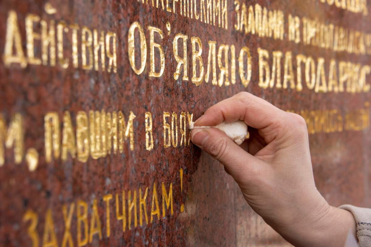 Martina Hoffinger of Arte Aurelia gilding company restores letters on the Soviet Memorial at Schwarzenberg square, in Vienna, Austria, on April 11th, 2018.