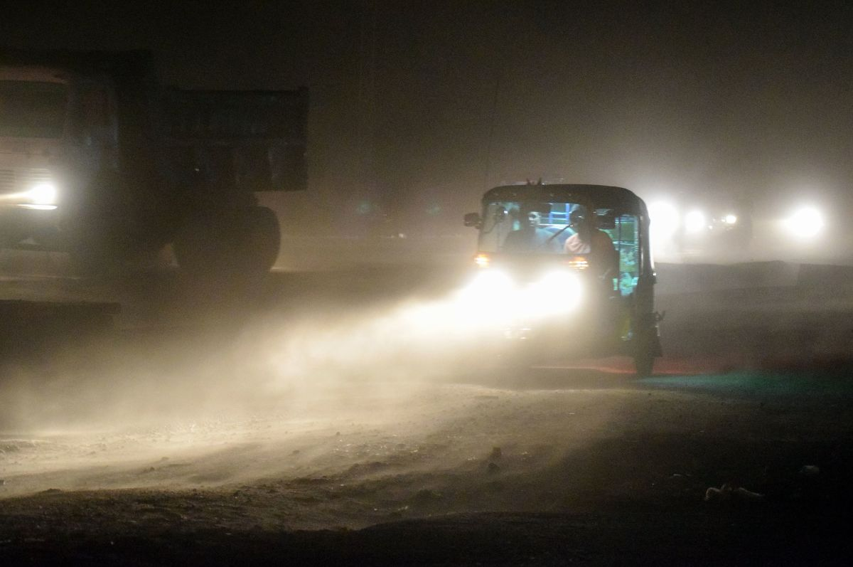 An auto rickshaw on a road during a dust storm in Mathura, in India's northern Uttar Pradesh state, on May 2nd, 2018.
