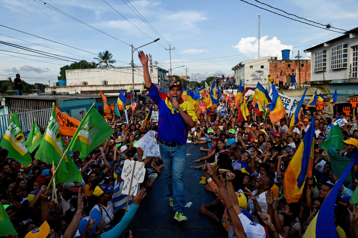 Venezuelan opposition presidential candidate Henri Falcón speaks to supporters during the closing rally of his campaign ahead of the weekend's presidential election, in Barquisimeto, Lara state, Venezuela, on May 17th, 2018.