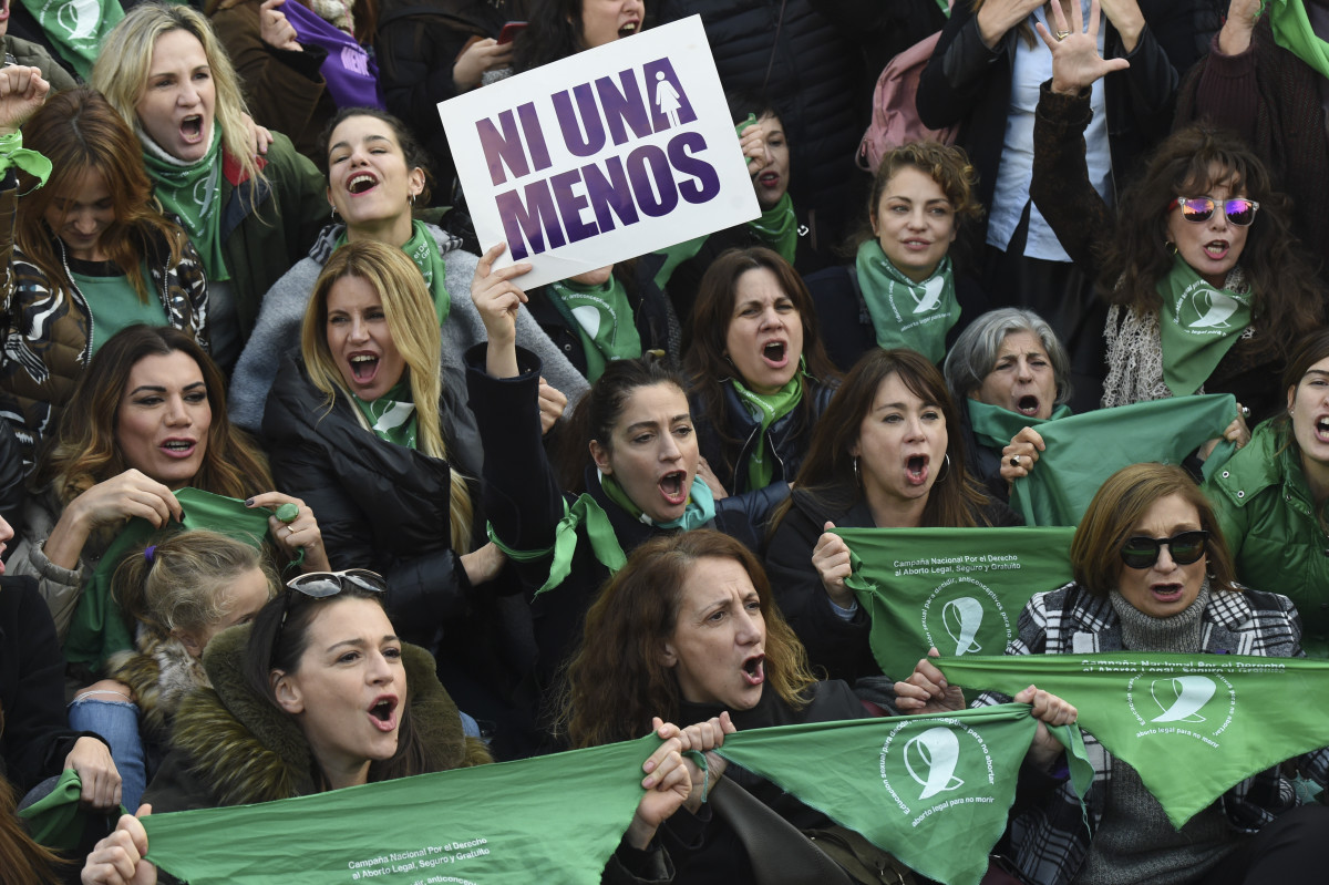 Dozens of pro-choice activists gather in front of the Argentine Congress in Buenos Aires, on June 3rd, 2018, calling for the approval of a bill that would legalize abortion. The abortion bill will go to a vote in the lower house on June 13th.