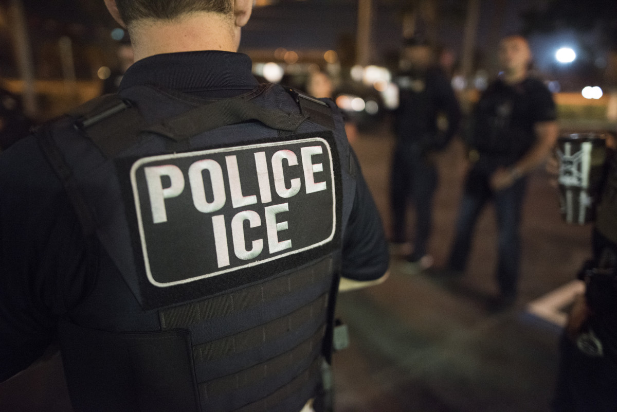U.S. Immigration and Customs Enforcement (ICE) officers arrested hundreds criminal aliens in Florida and Puerto Rico in March 2018.