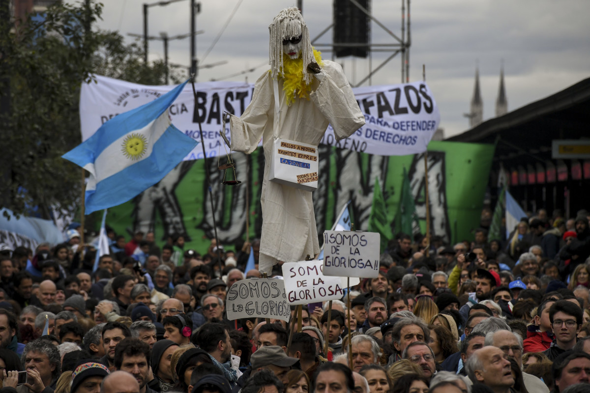 People demonstrate against the government of President Mauricio Macri and the latest deal with the International Monetary Fund during the 202th anniversary of independence along 9 de Julio Avenue in Buenos Aires, on July 9th, 2018.