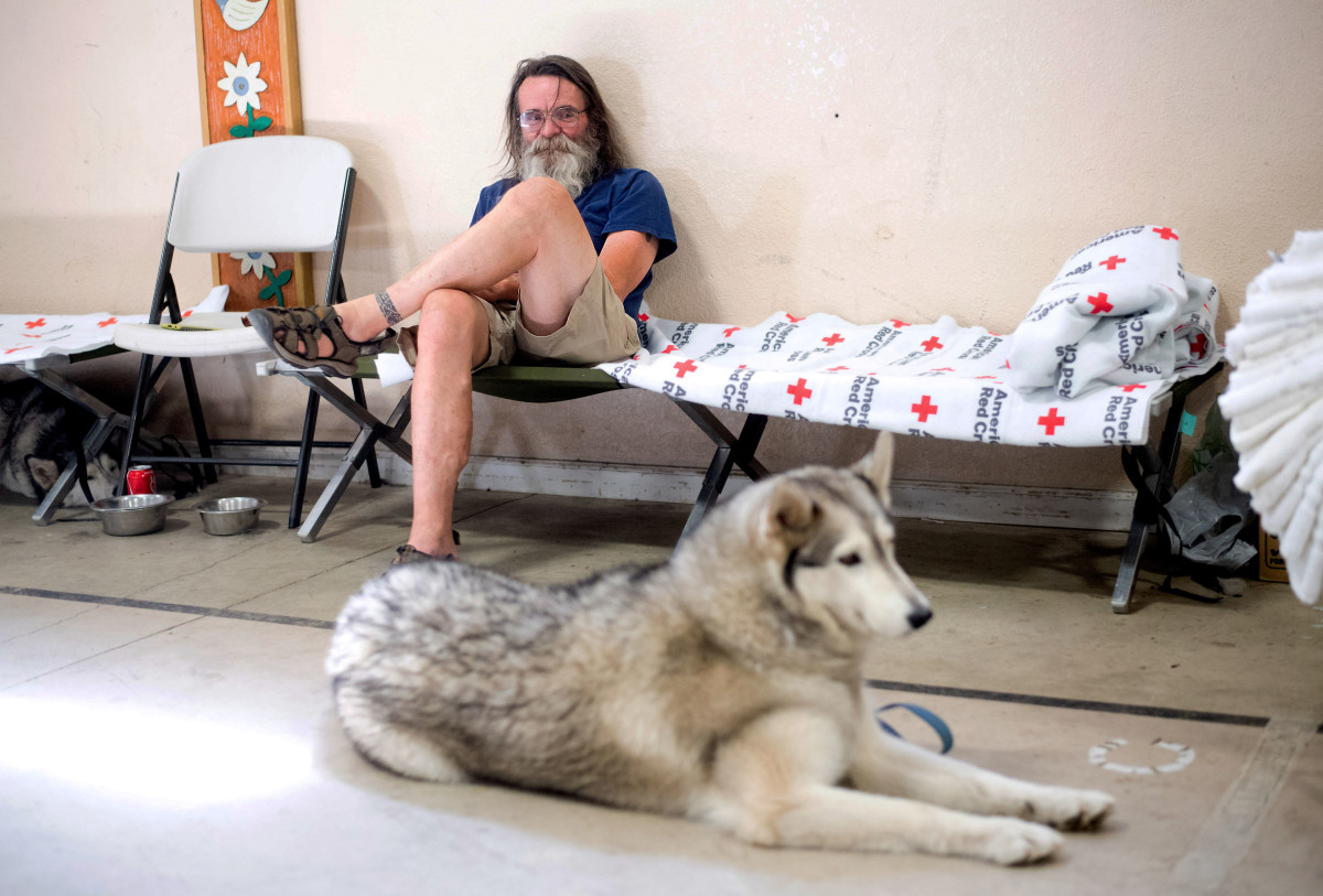 Ferguson Fire evacuee Dan Powell and his dog Amber wait in a Red Cross shelter in Mariposa, California, on July 22nd, 2018.