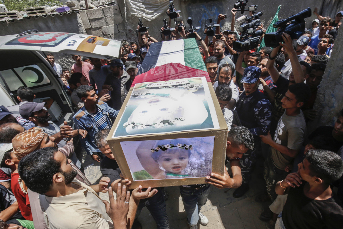 Palestinian mourners carry the bodies of 23-year-old Enas Khammash and her 18-month-old daughter Bayan during their funeral in Deir Al-Balah in the central Gaza Strip on August 9th, 2018. They were killed in an Israeli airstrike.