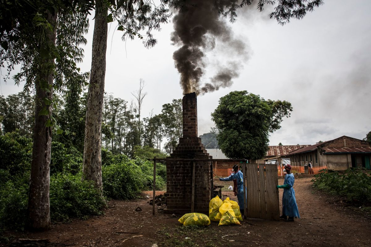 Health workers burn medical waste generated during care of patients with the Ebola virus, on August 21st, 2018, in Mangina, near Beni, in the North Kivu province.